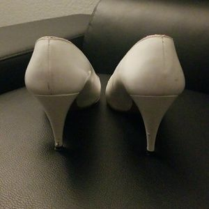 Evan Picone Shoes - Vintage White Heels